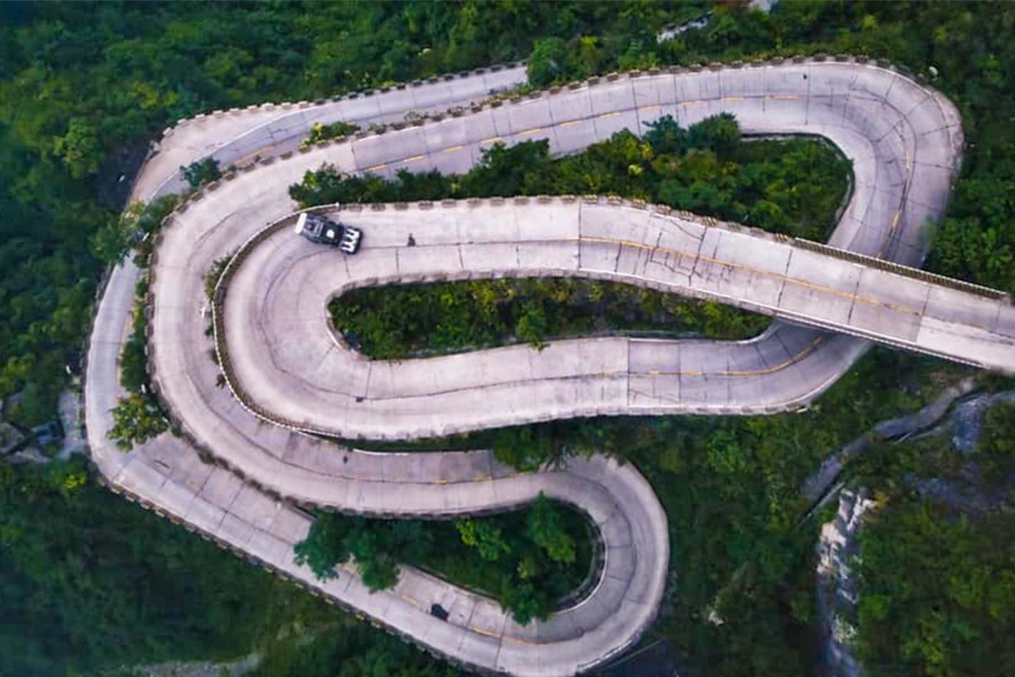 Ken Block's Climbkhana Two : L'Hoonitruck de 914 ch sur Tianmen Mountain 4