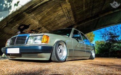 La Mercedes 190de JC – Violence visuelle !