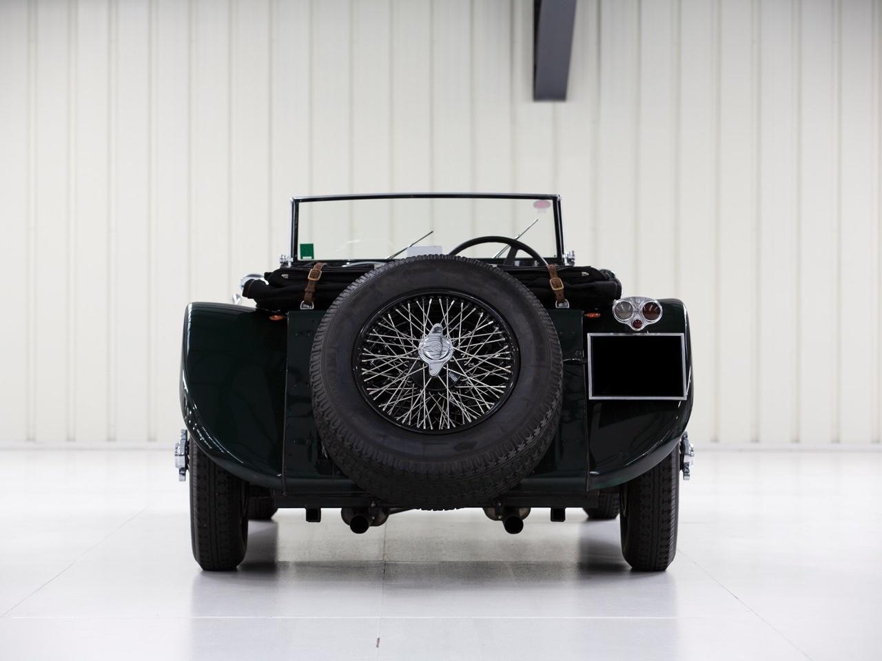 Jaguar SS 100... Parce qu'il y a un début à tout. 10