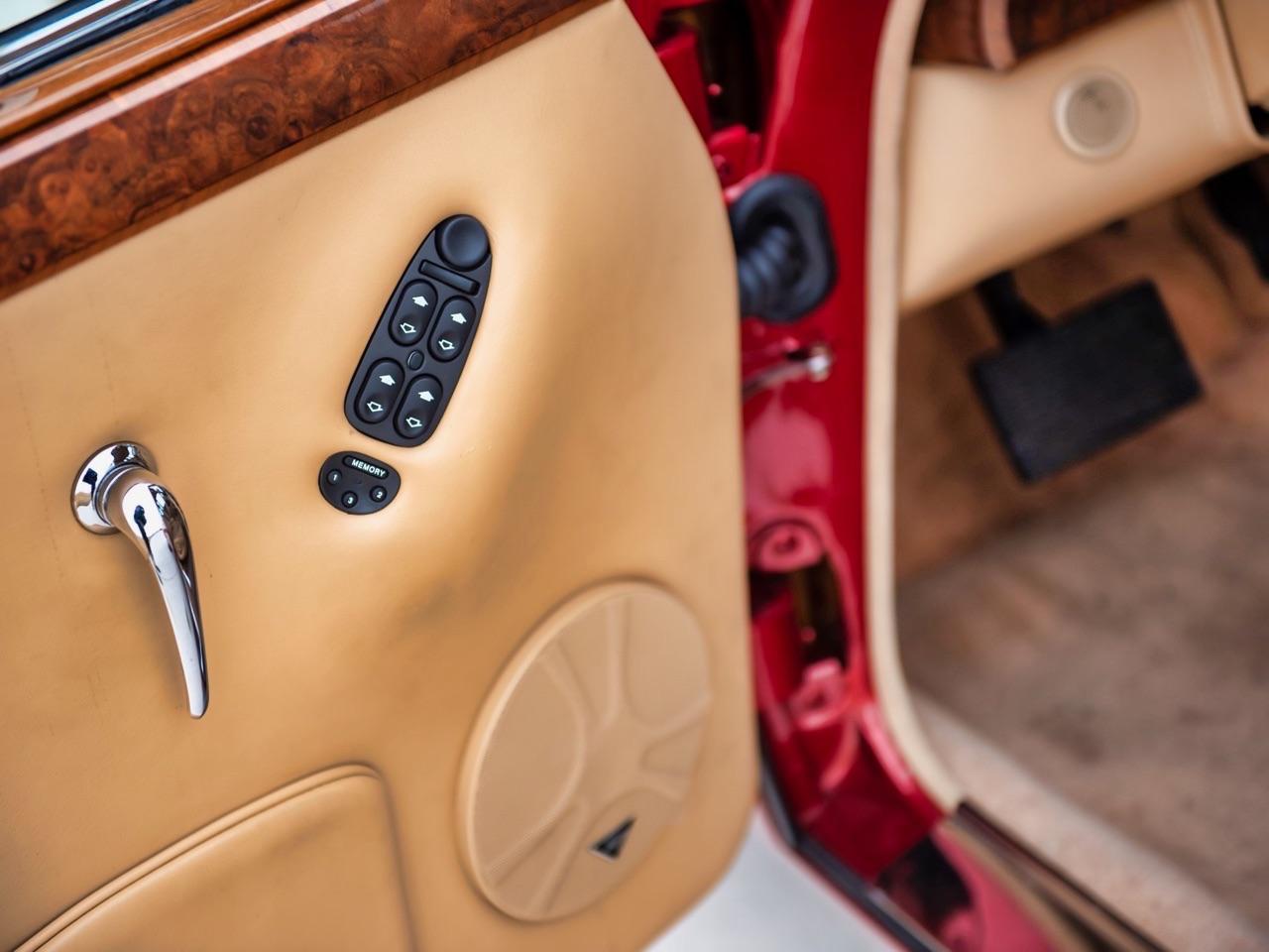 Restomod Jaguar MkII 3.8... enfin, plutôt Beacham V8 Supercharged ! 12