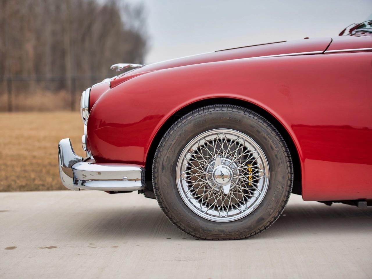 Restomod Jaguar MkII 3.8... enfin, plutôt Beacham V8 Supercharged ! 3
