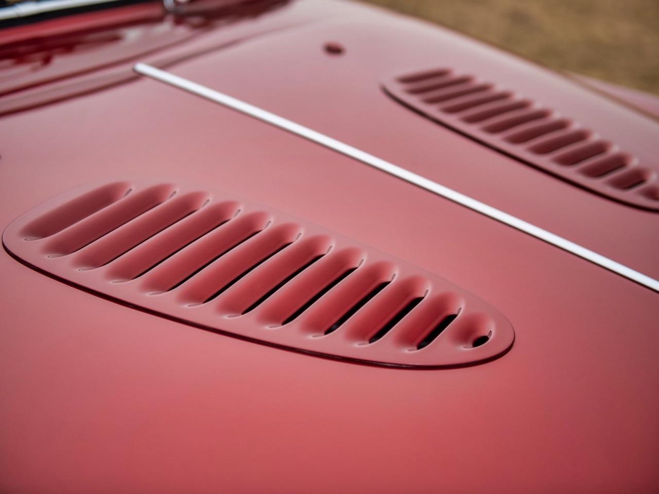 Restomod Jaguar MkII 3.8... enfin, plutôt Beacham V8 Supercharged ! 8