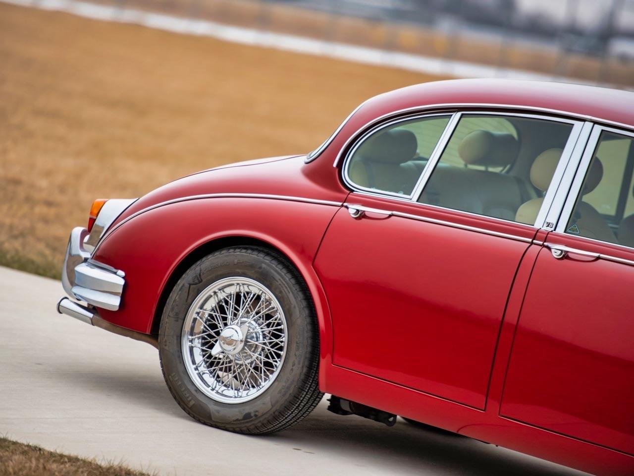 Restomod Jaguar Mk2 3.8... enfin, plutôt Beacham V8 Supercharged ! 13