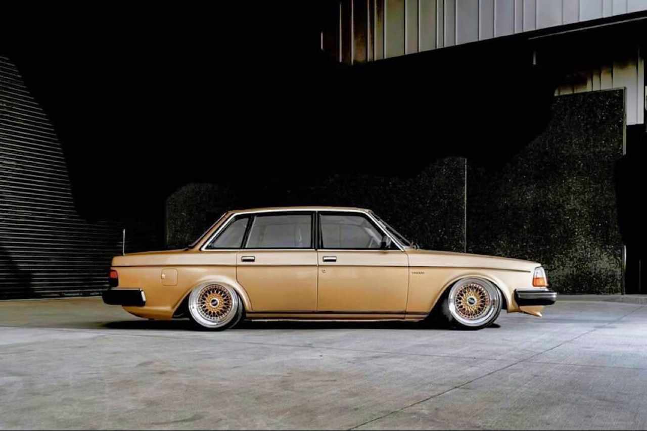 '82 Slammed Volvo 244 GLE... Best in Show ! 4