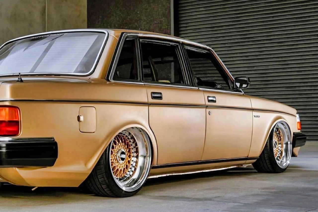 '82 Slammed Volvo 244 GLE... Best in Show ! 1
