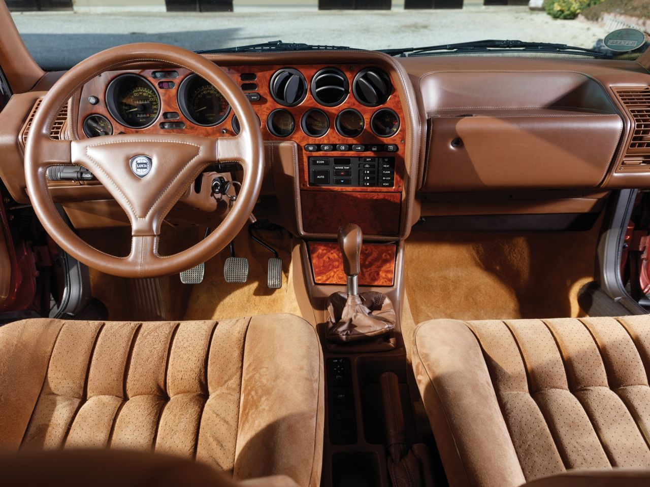Lancia Thema 8.32 de 1991 - Costard, champagne... Et frustration ! 33