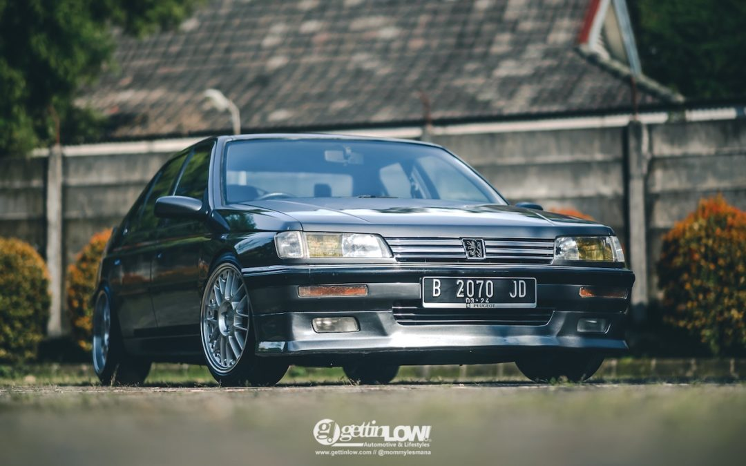 Slammed '93 Peugeot 605 SRi – N'écoute jamais les autres !