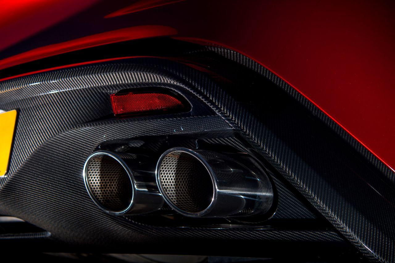 Aston Martin Vanquish By Zagato - Lady Signorina 13