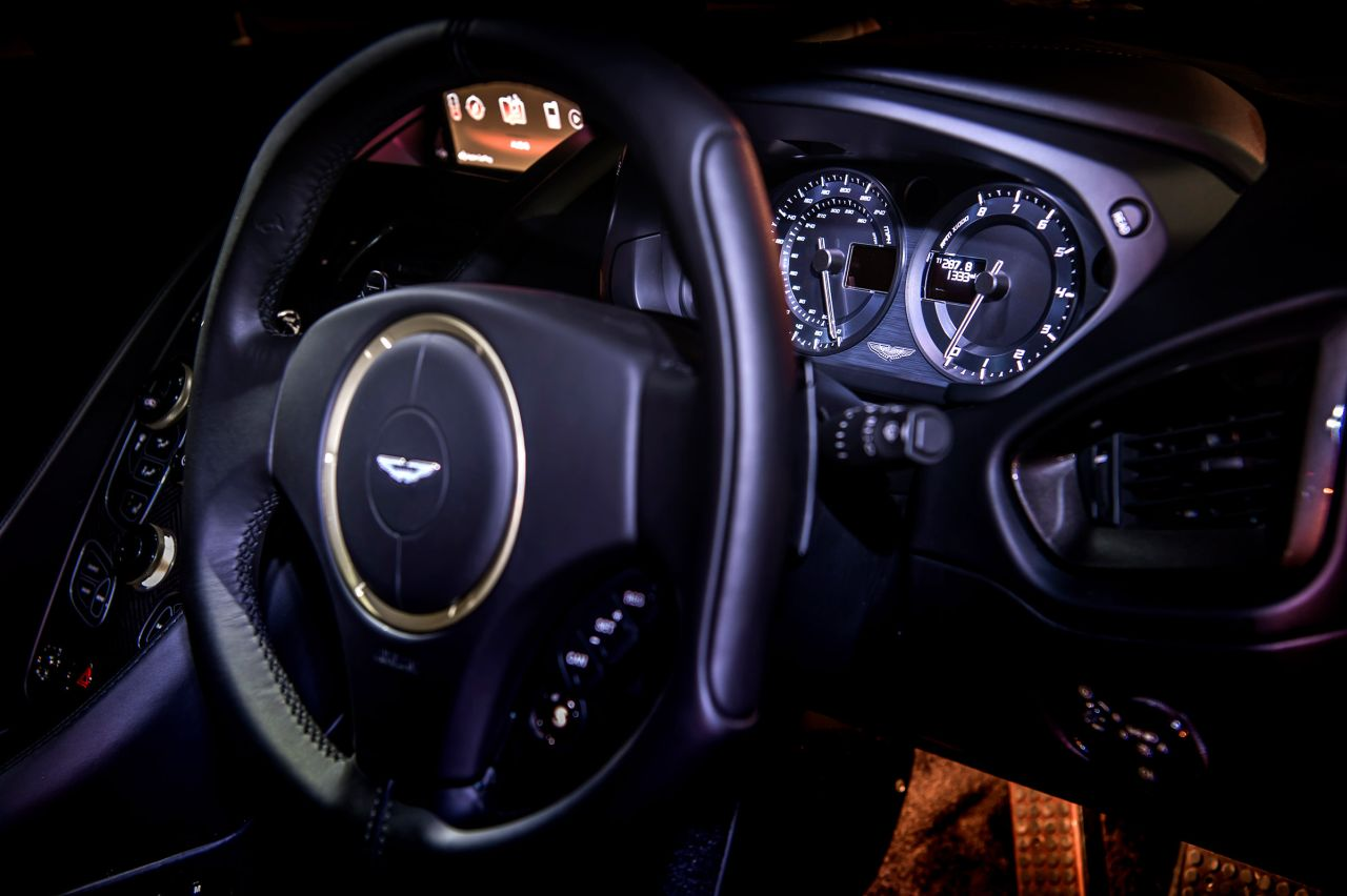 Aston Martin Vanquish By Zagato - Lady Signorina 18