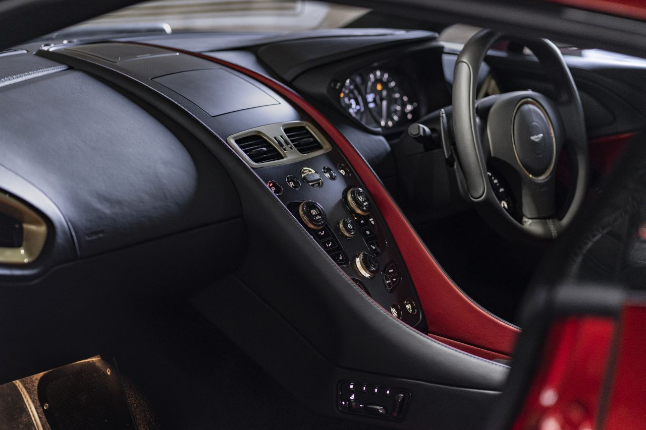 Aston Martin Vanquish By Zagato - Lady Signorina 16