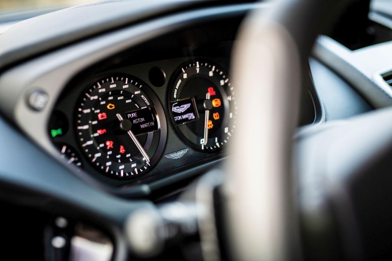 Aston Martin Vanquish By Zagato - Lady Signorina 14