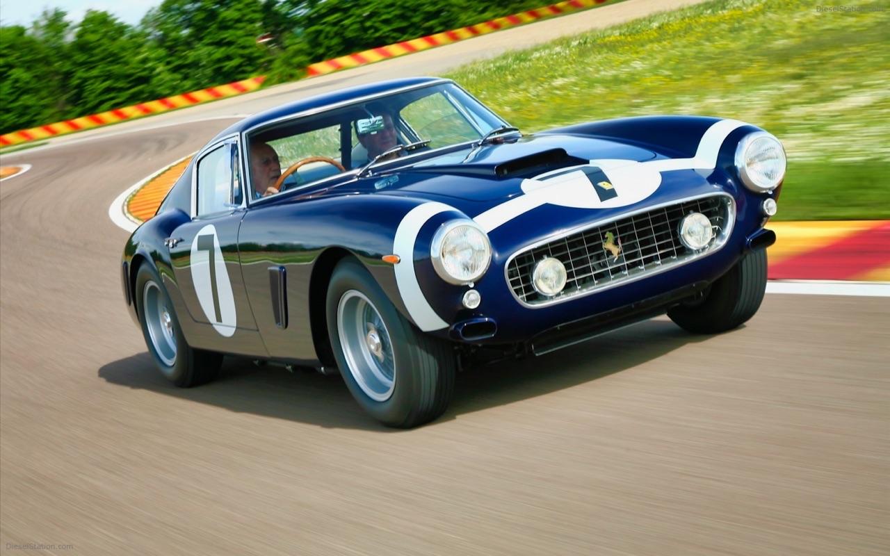 Stirling Moss et Enzo Ferrari : L'histoire de la Ferrari F1 bleue. 30
