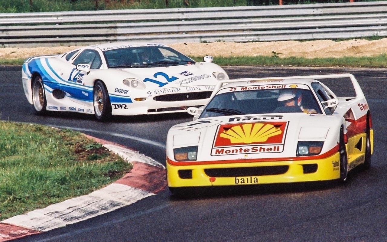 Ferrari F40 LM et Competizione : la plus rouge ! 30