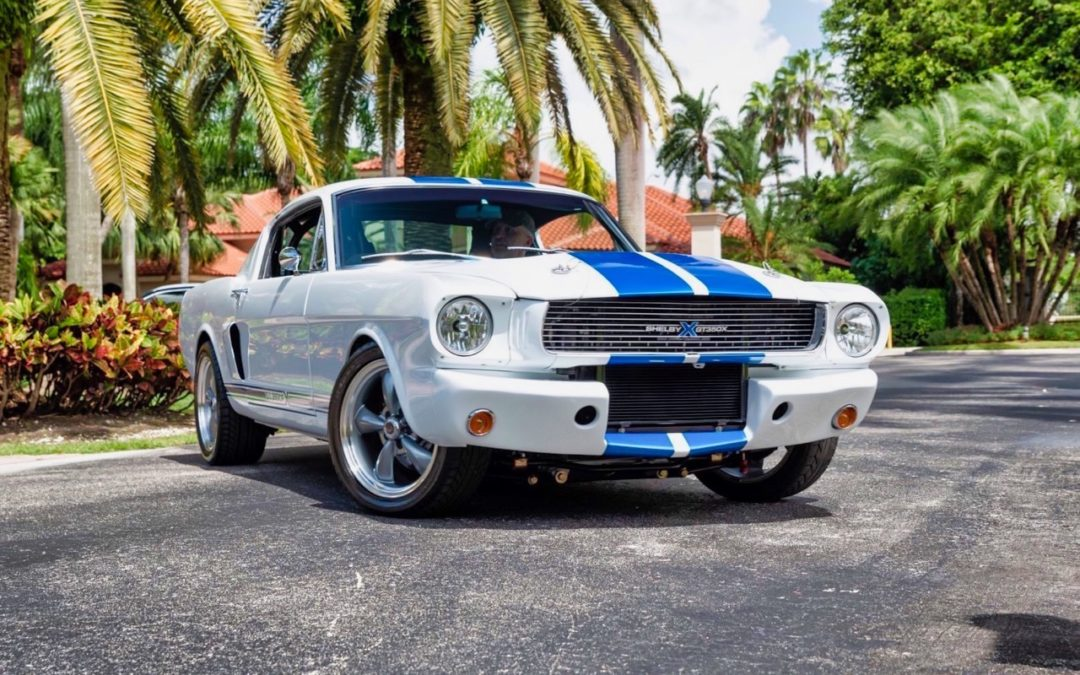 '66 Ford Mustang – Supercharged Coyote par Classic Recreation.