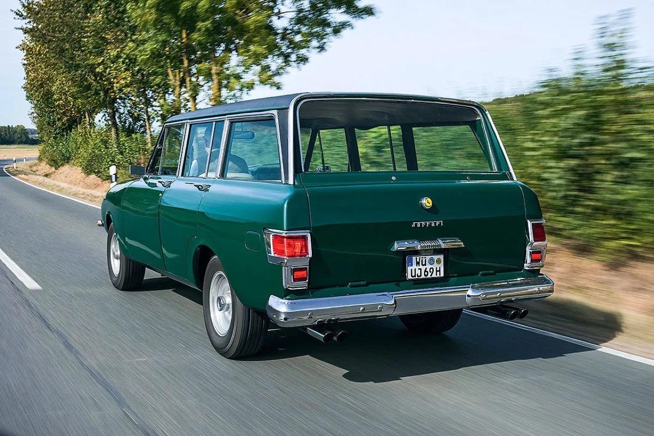 Jerrari... La fusion d'une Jeep et d'une Ferrari ! 8