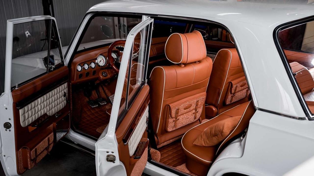 AvtoVAZ Lada 2101... A moins que ce soit une Bentley ! 3