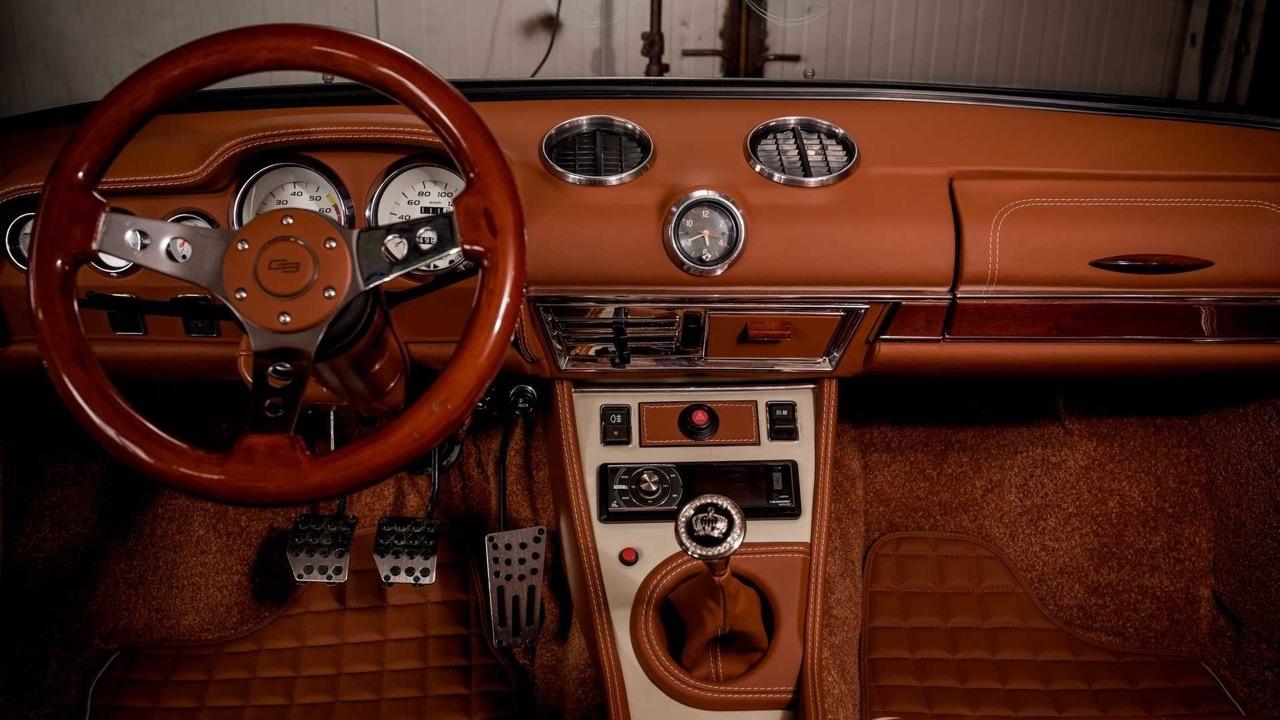 AvtoVAZ Lada 2101... A moins que ce soit une Bentley ! 11