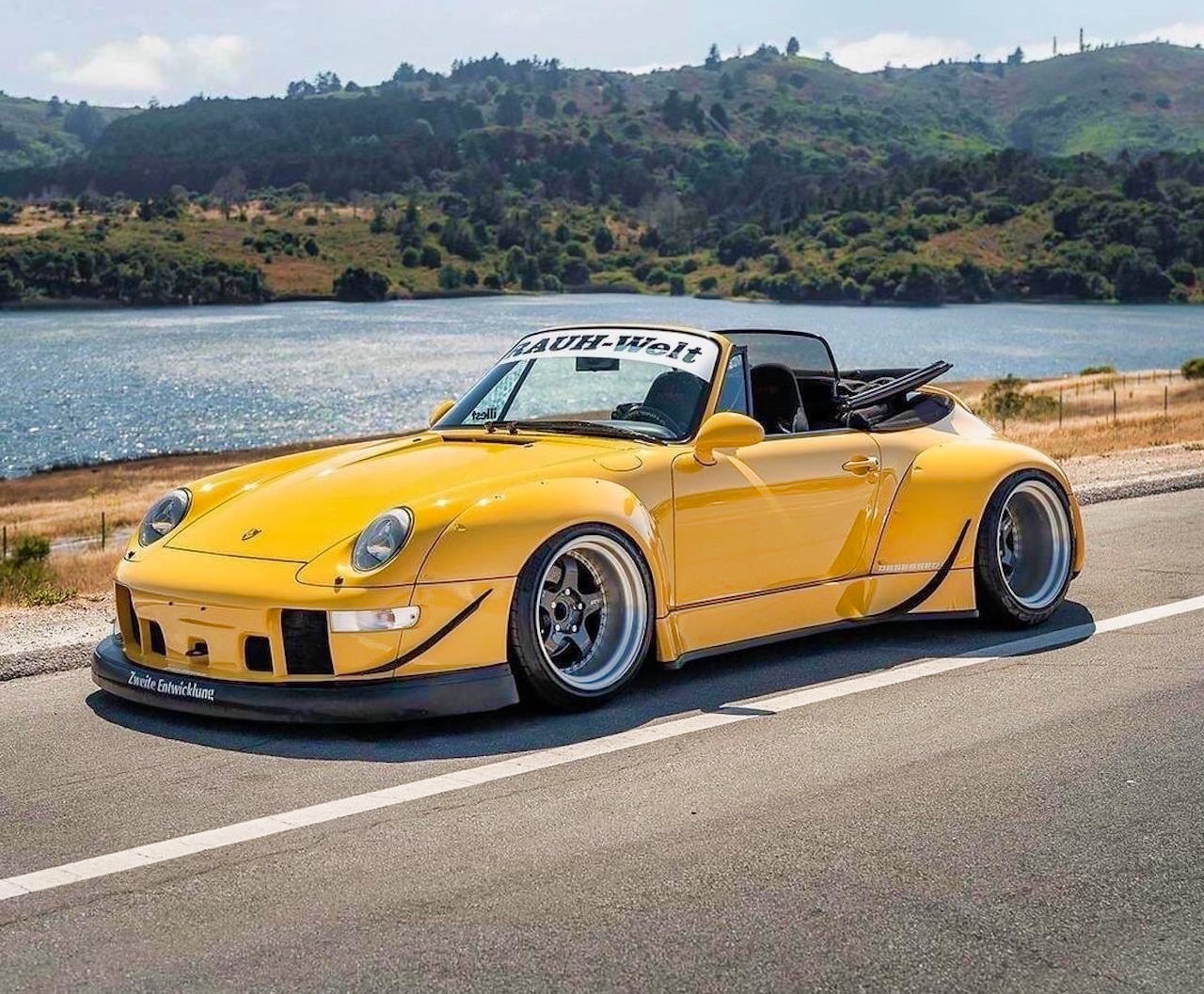 Porsche 993 Cab' RWB... et en plus, elle est jaune ! 5