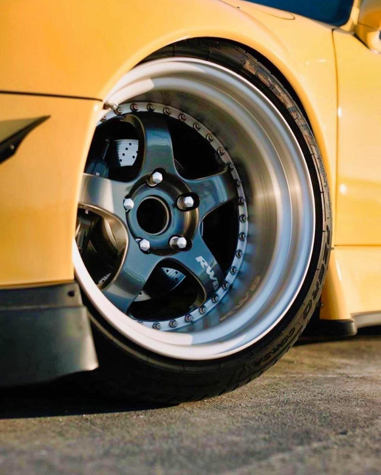 Porsche 993 Cab' RWB... et en plus, elle est jaune ! 8