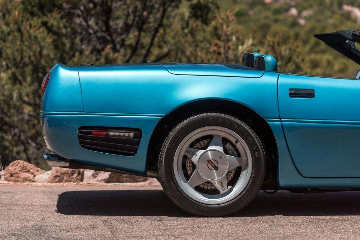 Chevrolet Callaway Corvette Twin Turbo - RPO B2K. 9