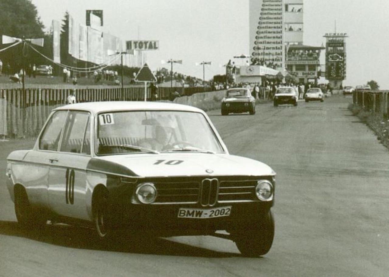 '69 BMW 2002 TiK... Quand l'escargot entre dans la course ! 8