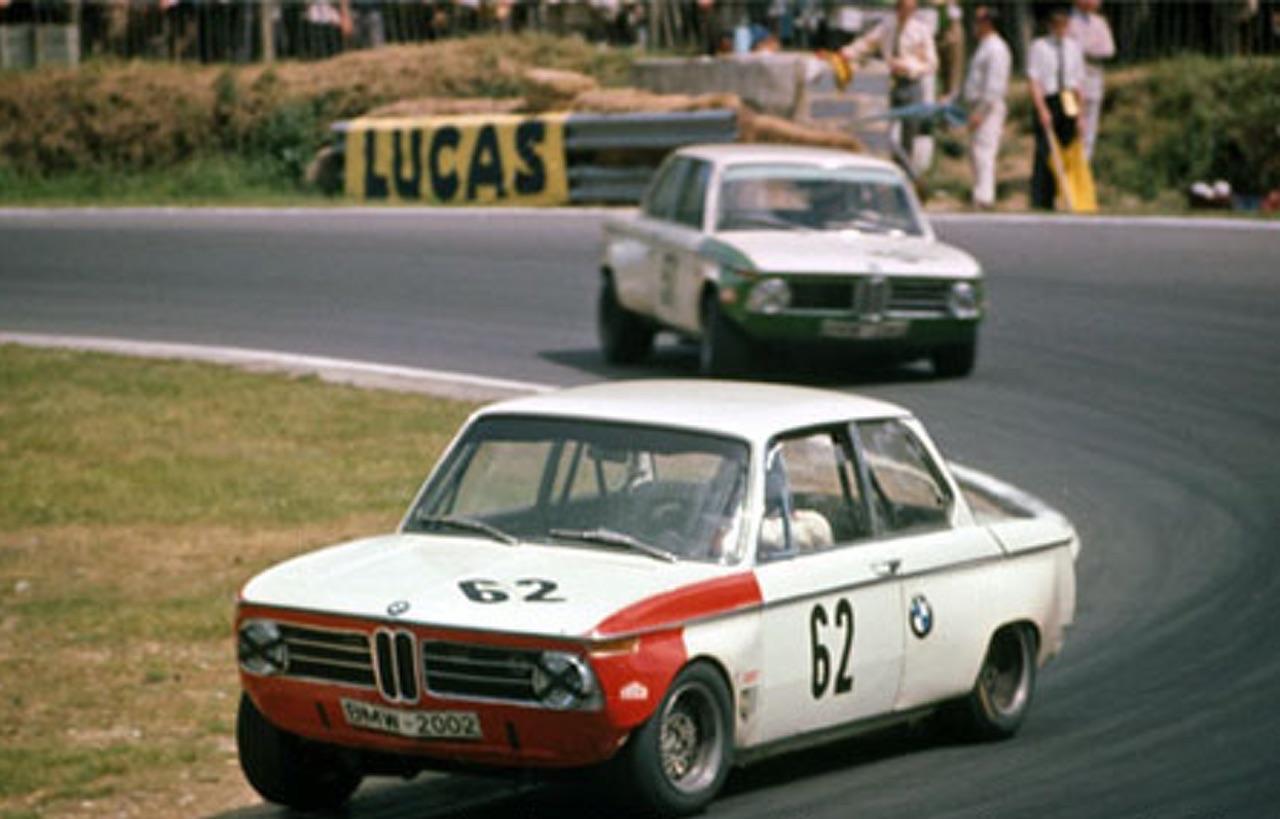 '69 BMW 2002 TiK... Quand l'escargot entre dans la course ! 4